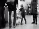 Nevychovaný chlapec na VIDEU zabŕdal do mladíka v obchode: Hra sa skončila plačom!