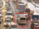 VIDEO ľudskej katastrofy: Pozrite sa, ako autá počas kalamity blokujú sanitku!