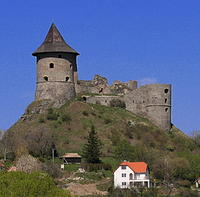 Kamenný vodopád sa nachádza pod hradom Somoška.