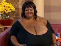 Žena má najväčšie prirodzené prsia, vážia 50 kíl!