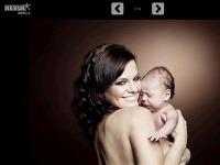 Marta Jandová nafotila sériu fotografií, na ktorých pózuje vyzlečená s bábätkom v náručí.