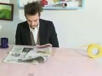 Stranu novín nakoniec obráti izolepa