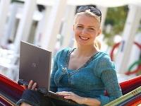 Aneta Sedlmair-Parišková je online na topkách. Odpovedá z Magio pláže.