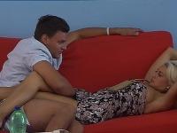 Martina Jendrušáková pustila Emanuela Hiriča pod sukňu. Jeho odvážne dotyky si naplno užívala.