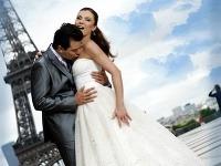 Matej Chren a Elena Podzámska nafotili sériu svadobných fotografií v romantickom Paríži.
