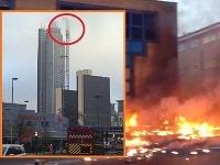 Vrtuľník narazil do žeriava na mrakodrape.