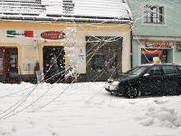 Nápor snehu nevydržalo ani mestské osvetlenie v Prešove