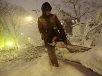Snehová búrka na východe USA ochromila dopravu i dodávky elektriny