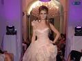 Krémové svadobné šaty.