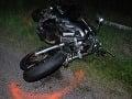 Na Pezinskej Babe sa zrazilo auto s motocyklistami: Zasahovať museli aj leteckí záchranári