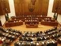 Parlamen schválil euroval