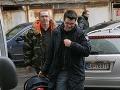 Sedačku pre malého Markusa niesol do nemocnice Richardov manažér Adnan Hamzič.