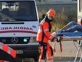 Tragická nehoda: Vodič osobného auta zahynul pri zrážke s autobusom