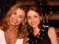 Matka s dcérou vyzerajú ako sestry.