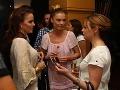 Dámy si spoločne poklebetili. Zľava: Karin Haydu, Elena Podzámska a kamarátka.