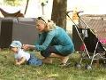 Aneta Parišková starostlivo naháňala svojho synčeka.