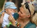 Aneta Parišková si pomohla klasickou detskou pomôckou, aby malý neobhrýzal čo mu prišlo pod ruky.