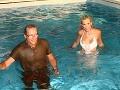 Monika Haklová skončila vo vode spoločne so svojim snúbencom Martinom Kollárom.