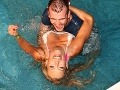 Monika Haklová šantila vo vode spoločne so Štefanom Tóthom.
