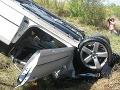 Auto skončilo prevrátené v priekope: Tragédiu neprežil 33-ročný muž