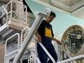 Ďalšia zbraň proti zápachu v Hrboltovej: MONDI nasadzuje indické baktérie