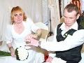 Ženích Martin bol počas svadby namol a stratil obrúčky. Veselicu odignorovali rodičia oboch svadobčanov.
