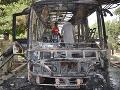 Vrak autobusu po výbuchu