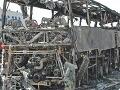 Nehoda autobusu spôsobila požiar, zhorelo 7 sedem ľudí