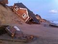 Devastujúce následky orkánu desaťročí: Britská dedinka zmizla v mori!