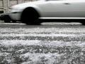 Žena nezvládla riadenie: Dostala šmyk a skončila v ľadovej Šírave