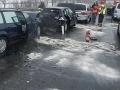 Vodiči pozor: V Podbrezovej je pre hromadnú nehodu úplne uzavretá cesta