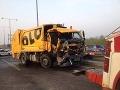 Dopravný kolaps v Bratislave: Po zrážke kamióna so smetiarmi sa tvorili dlhé kolóny!