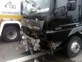 Nehoda na Starej seneckej ceste: Nákladiak sa zrazil s osobným autom