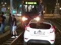 Maďarská vodička v centre Bratislavy: Riadila sa GPS, pristála na koľajniciach!