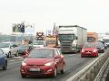 Ak cestujete do Bratislavy, pripravte sa na kolóny: Nehoda na diaľnici!