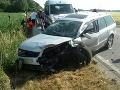 Krátko po polnoci sa stala vážna dopravná nehoda: Zranilo sa pri nej 5 detí