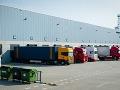 Kamiony v logistickom centre