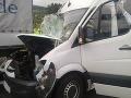 Vážna dopravná nehoda na Ukrajine: Kolízia mikrobusu a kamióna zabila ôsmich ľudí