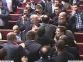 VIDEO Ukrajinskí poslanci ukázali svoju úroveň: Pobili sa hneď v prvý týždeň!