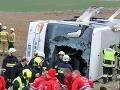 Vážna dopravná nehoda pri Piešťanoch: Nákladiak vytlačil autobus do priekopy, vodič ušiel!