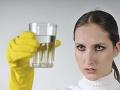 Vedci zverejnili desivú štúdiu: S vodou pijeme aj obrovské množstvo jedovatých plastov