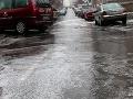 Vodiči, buďte opatrní: Na cestách hrozí poľadovica a hmla, tu si dávajte pozor!