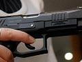 Päťročné dieťa našlo otcovu zbraň: Chvíľku sa hralo, no vtom prišiel výstrel!