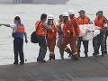 Nočná zrážka dvoch nákladných lodí: Záchranári pátrajú po 12  nezvestných