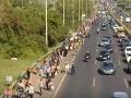 Nehody kvôli migrantom: Na diaľnici M5 je búračka, na M1 to skončilo smrťou
