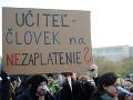 Učitelia sú stále nahnevaní, ich požiadavky vraj neboli splnené: Chystajú protestný pochod