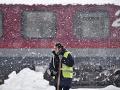 Snehové búrky ochromili východnú Európu: Chaos v doprave, rušia vlaky aj lietadlá