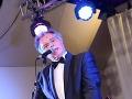 Spevák Pavol Hammel sa počas večera staral o hudbu.