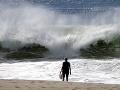 Mexický pár našiel pri prechádzke na pláži smrť: Za všetko môže veľká vlna