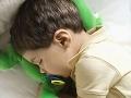 Mamička s Adriankom (3) si ľahli spať: Hrôza v Nových Zámkoch, chlapček spadol z balkóna